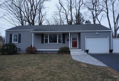 6 North Phillips Street Waterford CT 06385