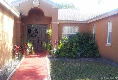 5216 NW 94th Ter Sunrise FL 33351