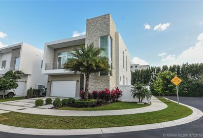 10592 NW 67th Ter Doral FL 33178