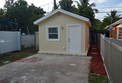 1745 NW 112th Ter Miami FL 33167