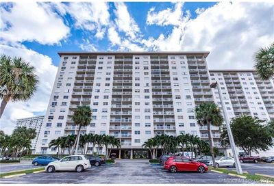 400 E Kings Point Dr   903 Sunny Isles Beach FL 33160