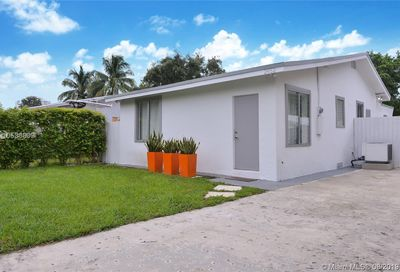 2452 NE 184th St Miami FL 33160