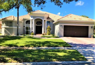 2172 NW 139th Ter Pembroke Pines FL 33028