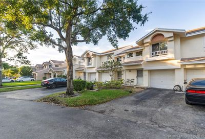 2233 W Discovery Cir W Deerfield Beach FL 33442