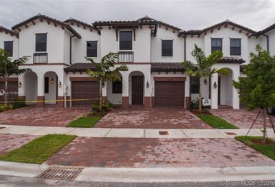 10228 NW 88th Ter Doral FL 33178