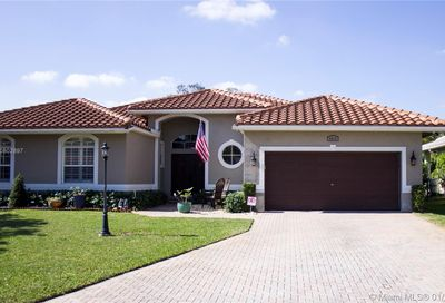 4916 NW 58 AVE Coral Springs FL 33067