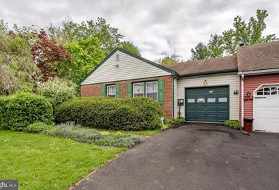 108 Rocky Ct S Chalfont PA 18914