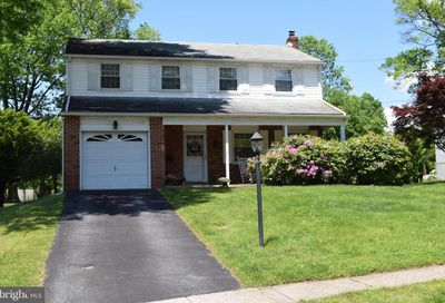 652 Old Schoolhouse Drive Springfield PA 19064