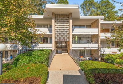 7541 Spring Lake Drive D1 Bethesda MD 20817