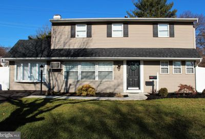 93 Upland Road Levittown PA 19056