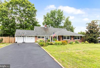 39 Round Hill Road Levittown PA 19056