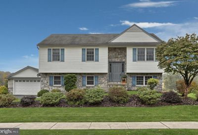 54 Baron Circle Manheim PA 17545