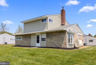 60 Beechtree Road Levittown PA 19057