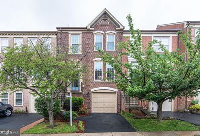 7513 Collins Meade Way Alexandria VA 22315