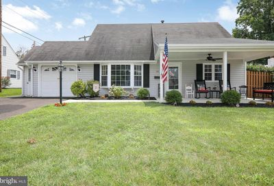 18 Hedge Road Levittown PA 19056