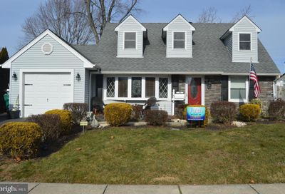 56 Middle Road Levittown PA 19056