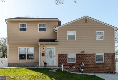 2241 Winding Way Broomall PA 19008