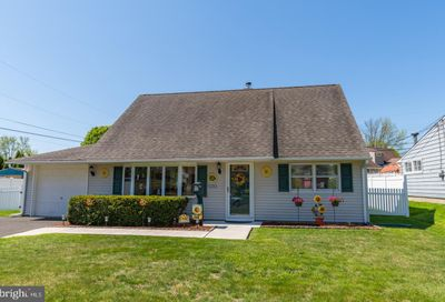 132 Hedge Road Levittown PA 19056