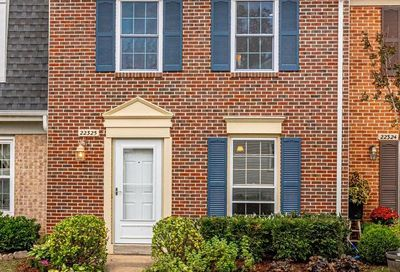22325 Mayfield Square 28 Sterling VA 20164