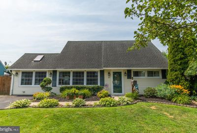 41 Middle Road Levittown PA 19056