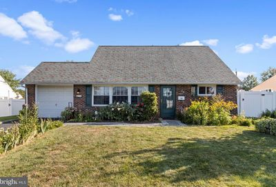 32 Middle Road Levittown PA 19056