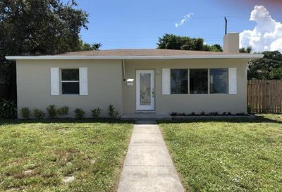 1006 Churchill S Circle West Palm Beach FL 33405