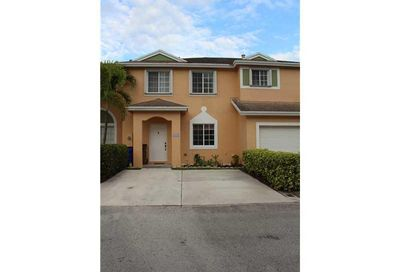 1142 SW 44th Way Deerfield Beach FL 33442