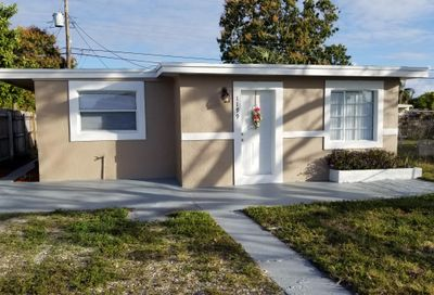 1199 Alto Road Lake Worth FL 33462