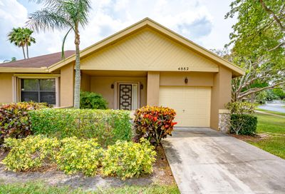 4882 Calamondin Circle Coconut Creek FL 33063
