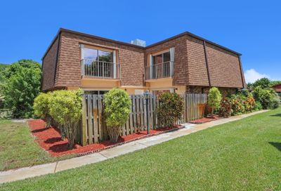 562 SE 27th Terrace Boynton Beach FL 33435