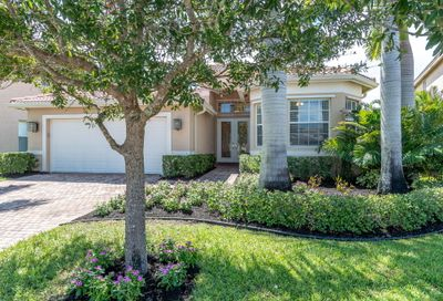 1909 Grey Falcon SW Circle Vero Beach FL 32962