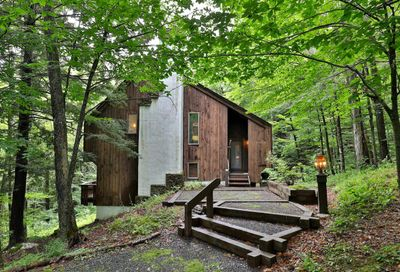213 East Ash Road Plymouth VT 05056