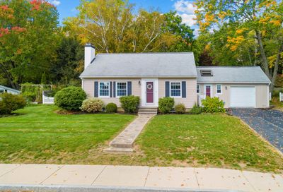 8 Hawthorne Road Dover NH 03820