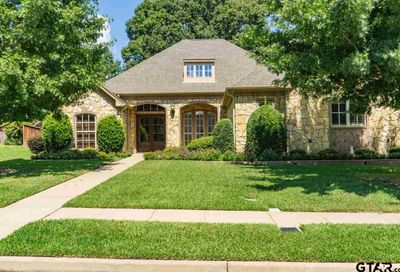 2017 Holly Leaf Dr Tyler TX 75703
