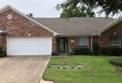 5401 Hollytree Unit 304 Tyler TX 75703