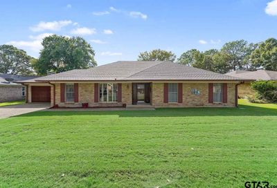 151 Fairway Bullard TX 75757