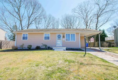 11 Schoolhouse Dr Somers Point NJ 08244-1621