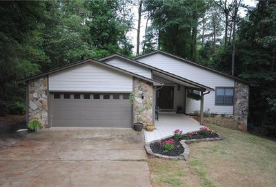 10095 Lake Forest Way Roswell GA 30076
