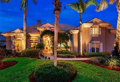 621 Shoreline Dr Naples FL 34119
