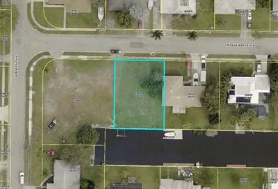 1751 W Bluewater Ter North Fort Myers FL 33903