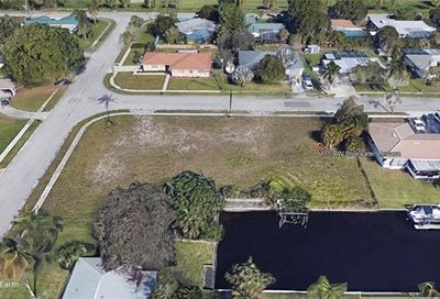 1759 Bluewater Ter North Fort Myers FL 33903
