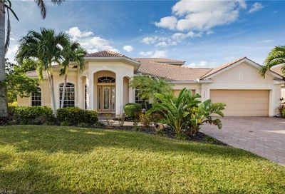 5802 Harbour Cir Cape Coral FL 33914
