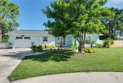 5894 Spicer Ct North Fort Myers FL 33903