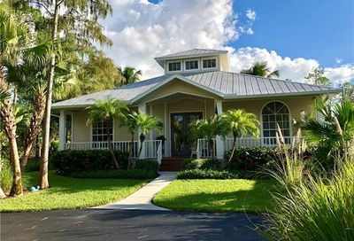 6510 Bottlebrush Ln S Naples FL 34109