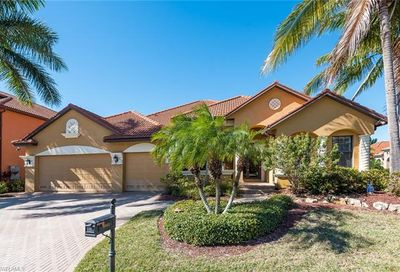 8951 Tropical Ct Fort Myers FL 33908