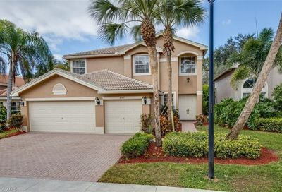 2367 Butterfly Palm Dr Naples FL 34119