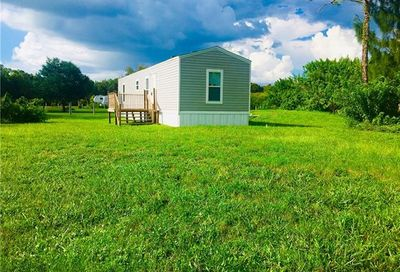 8221 Scarecrow Rd North Fort Myers FL 33917