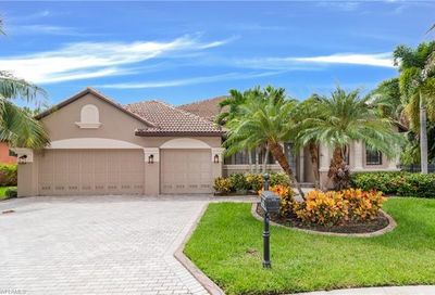 8868 Tropical Ct Fort Myers FL 33908