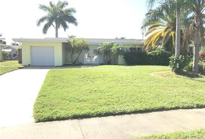 1717 Lakeside Ter North Fort Myers FL 33903