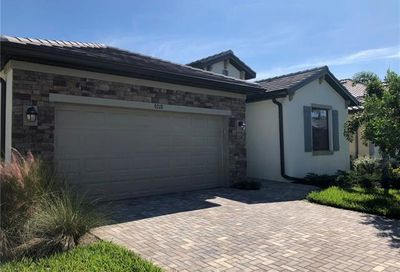 9218 Shadow Oak Ln Naples FL 34120